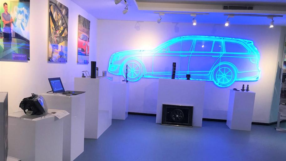 Virtual Reality-Installation, ein Auto.